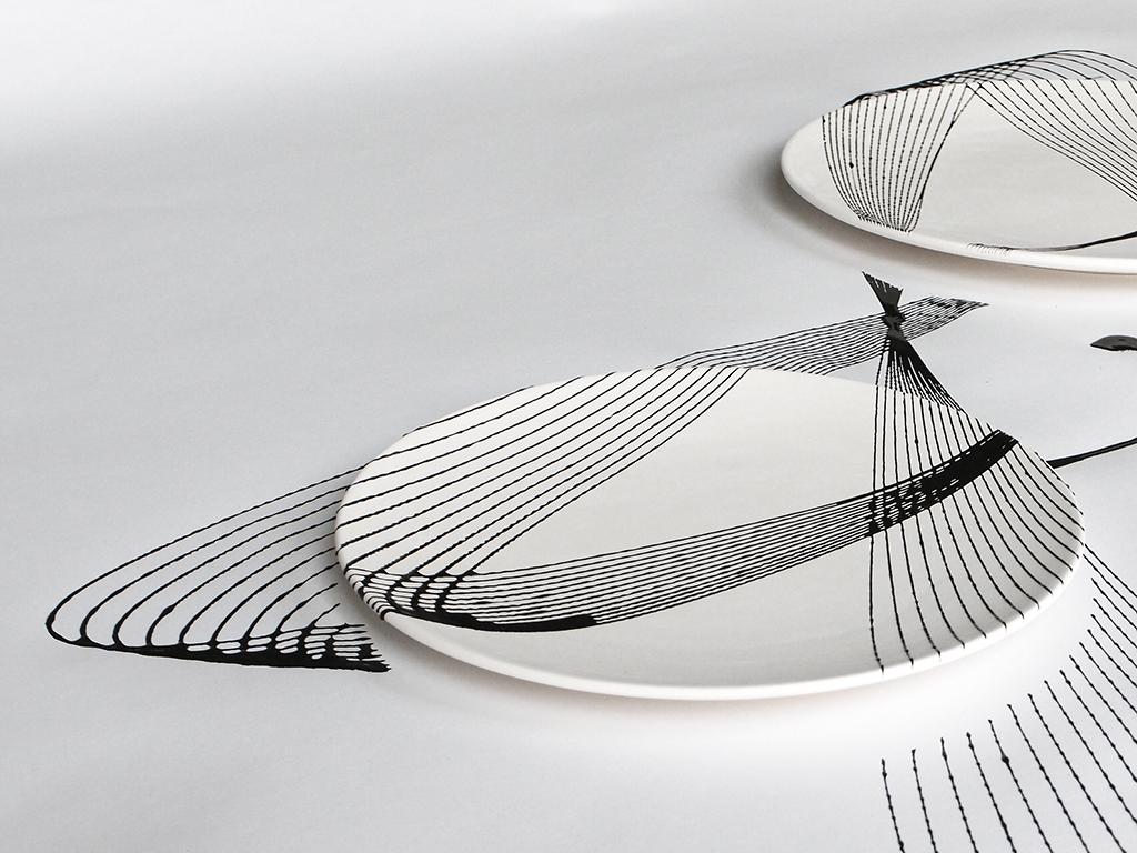 oscillation plates  dutch design daily -